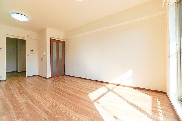 どこか落ち着きのある内装のダイニングです! 形もよく家具の配置もしやすいです!