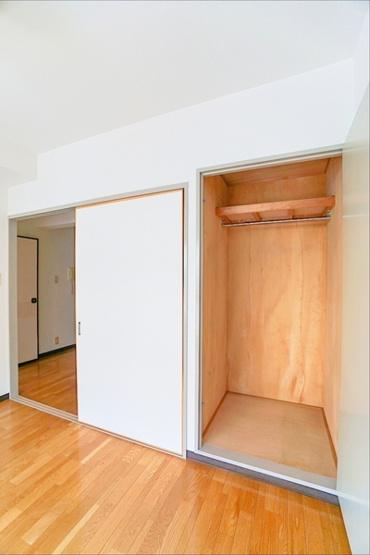 大きな収納スペース! 収納が多いと、棚を置く必要もなく、お家の中がスッキリしますね!