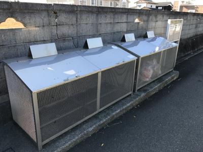 敷地内ゴミ置き場。忙しい朝には便利です!