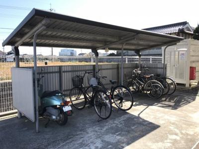屋根付きの駐輪場あります!