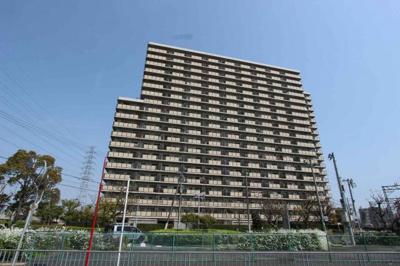 地上20階建てマンションの13階部分♪良い景色が見渡せます(^◇^)好立地のマンションです♪イズミヤまで徒歩3分♪毎日のお買いものも楽々♪