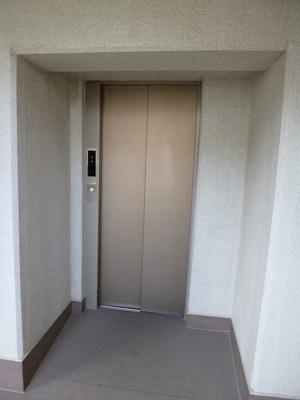 エレベーター付き!荷物の多い日や疲れた日でも、6階までラクラク上がれます☆