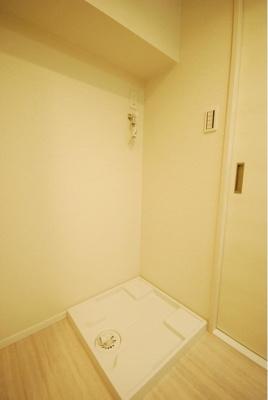 洗濯機置き場は室内にございます。