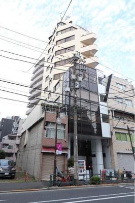 大江戸線「若松河田」駅徒歩約3分と便利な立地