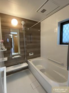 1616(1坪)サイズのお風呂場の浴槽は ゆったりできる設計になっています。