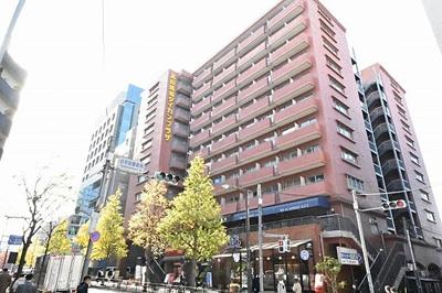 各線「高田馬場」駅徒歩約3分と便利な立地のマンションです。