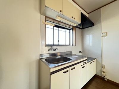 作業スペースをたっぷりと確保したキッチン