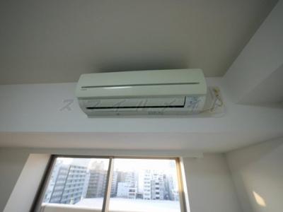 居室内にエアコン設備もあります。