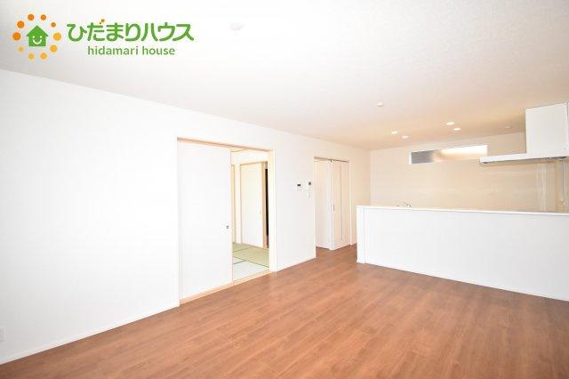 【居間・リビング】見沼区東大宮 第3 新築一戸建て ファーストタウン 01