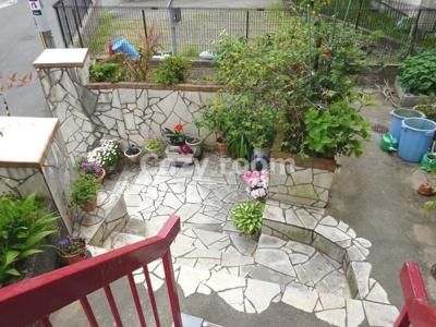 エントランスのお庭は手入れがされています(^-^)