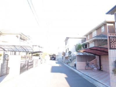 【前面道路含む現地写真】津々山台3丁目戸建