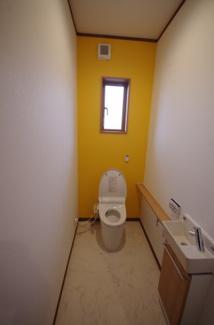 1階トイレ、自動開閉便座など高機能トイレです