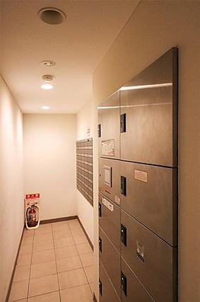 日中お仕事などで留守がちな方にも安心の宅配ボックス付き
