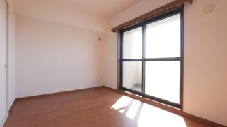 6帖の和洋室 琉球畳で雰囲気の良いお部屋です。