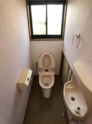 お手洗い付きトイレで収納あり