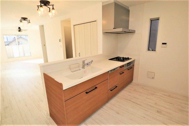 お料理しやすいキッチンです キッチンスペースは十分な広さで冷蔵庫や食器棚などもスッキリ置けます 奥様の時間を有効に使える食器洗浄機付き