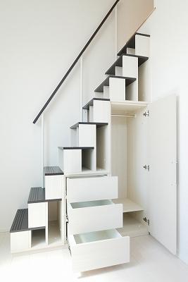 ハーモニーテラス富士見台の収納階段☆