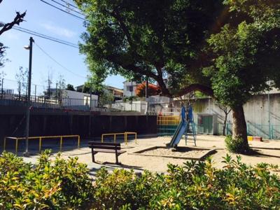 「千里丘下公園」ブリリアシティ北側出口すぐに位置する公園です。