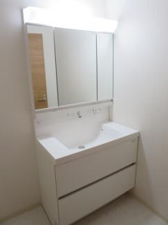 清潔感あふれる白い洗面