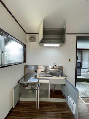 収納豊富できれいなキッチンです