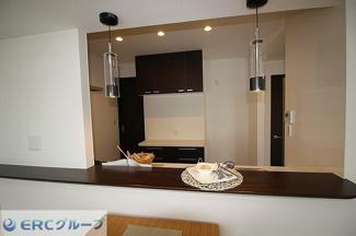キッチンもおしゃれにリノベーションされてます。