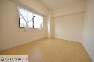 洋室が3室ありお子様の多い世帯、趣味の多い方におススメの間取りです。