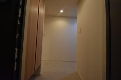 それではご案内させて頂きます。お部屋は5階です。