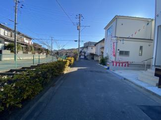 前面道路は4.5mと4.5mの公道です。