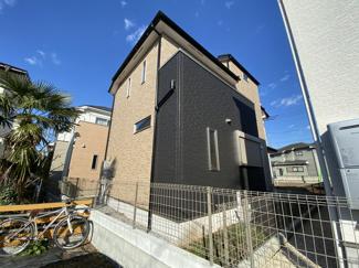 LDKには珍しい大黒柱があり、2階の洋室の一部屋は壁に無垢材が使われています。