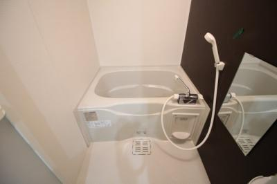 浴槽もあるのでお湯にゆっくり浸かれます♪