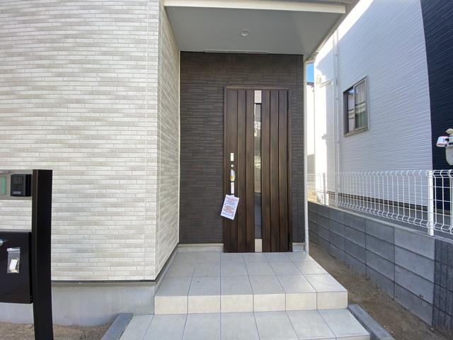 玄関です。公民館主催講座やイベントなどが行われている三咲公民館まで徒歩10分です。