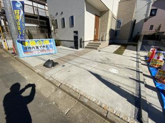 駐車スペースです。子育て環境良好です!保育園が徒歩4分小学校が徒歩8分と親御さんも安心です。