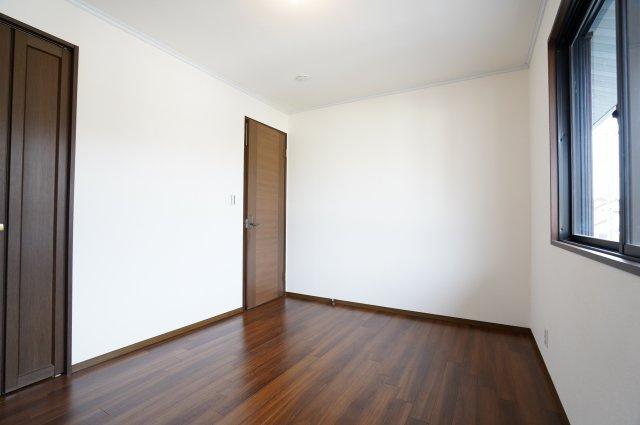 クローゼット付きの洋室