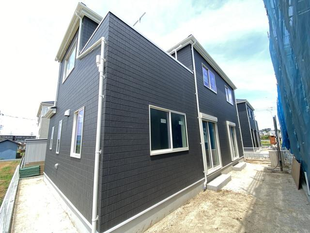建物は延べ約30.5坪から約33.8坪と広く間取りは4LDKです。
