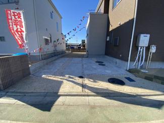 駐車スペースです。前面道路が5mから6.5mと広いので簡単に駐車できます。