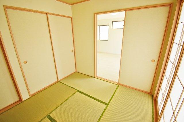 【和室】布団を敷いて寝床として使用、小さなお子様の遊び場、冬はこたつ等、抜群の汎用性