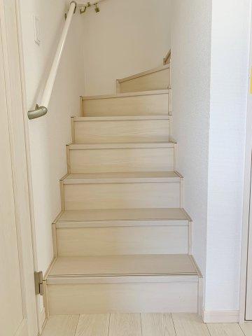 【階段】 2階へ続く階段