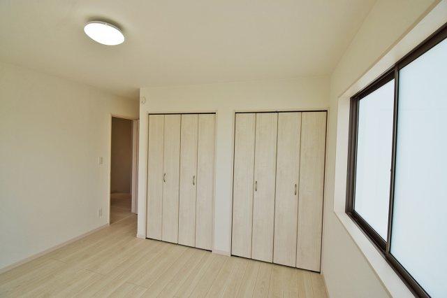 【主寝室】約7.5帖の広々とした主寝室