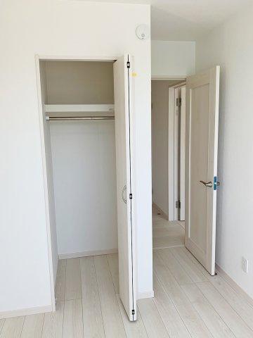 【洋室2】約5帖の洋室、子供部屋や書斎として
