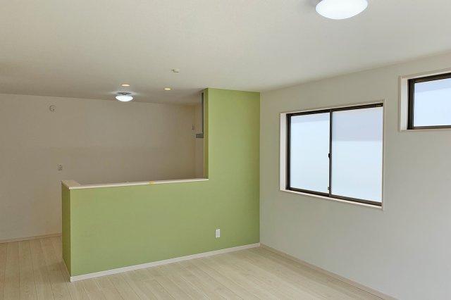 【LDK】優しいグリーンからの壁紙がワンポイント
