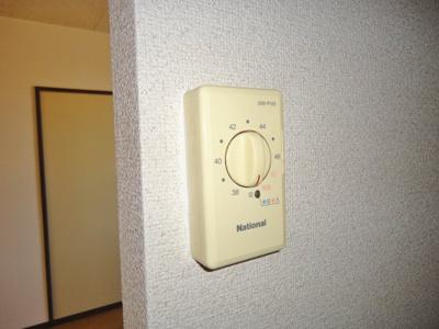 給湯器(写真は反転・イメージです)