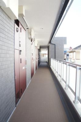 リブリ・CASA TRESの共用廊下