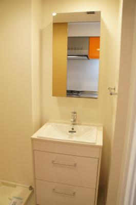 リブリ・CASA TRESの独立洗面台