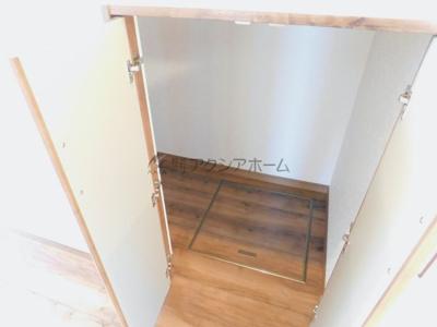 1階階段下収納