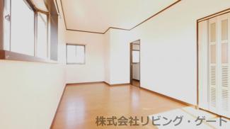 2階洋室8.5帖 明るいお部屋です。