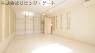 1階防音室 グランドピアノが2台楽々置ける広さです。