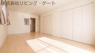 2階12.5帖洋室 とても明るいお部屋です。