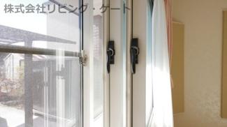 防音室開口部。ペアガラスのトリプルサッシです。外に音がほとんど漏れません。