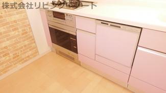 ビルトイン食洗器+ビルトインオーブンコンベック。すっきりとしたキッチンです。
