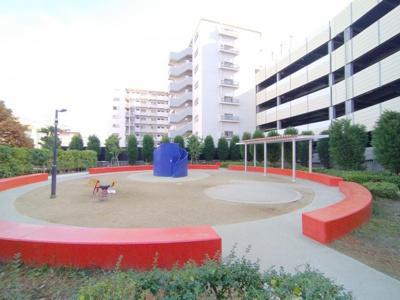 敷地内公園です。手軽に遊びに行けて、ファミリーには助かりますね♪